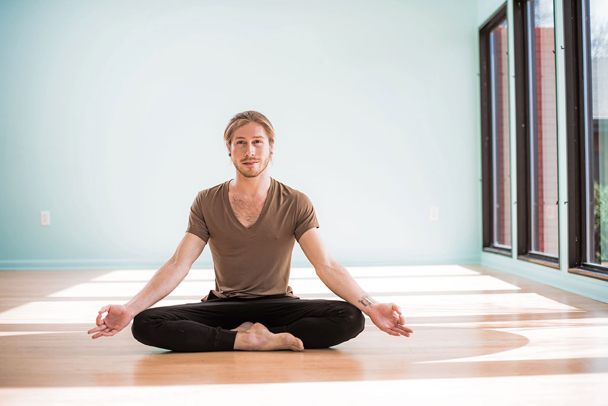 Home yoga from scratch: 16 poses for beginners 15